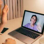 związek na odległość - rozmowa przez internet